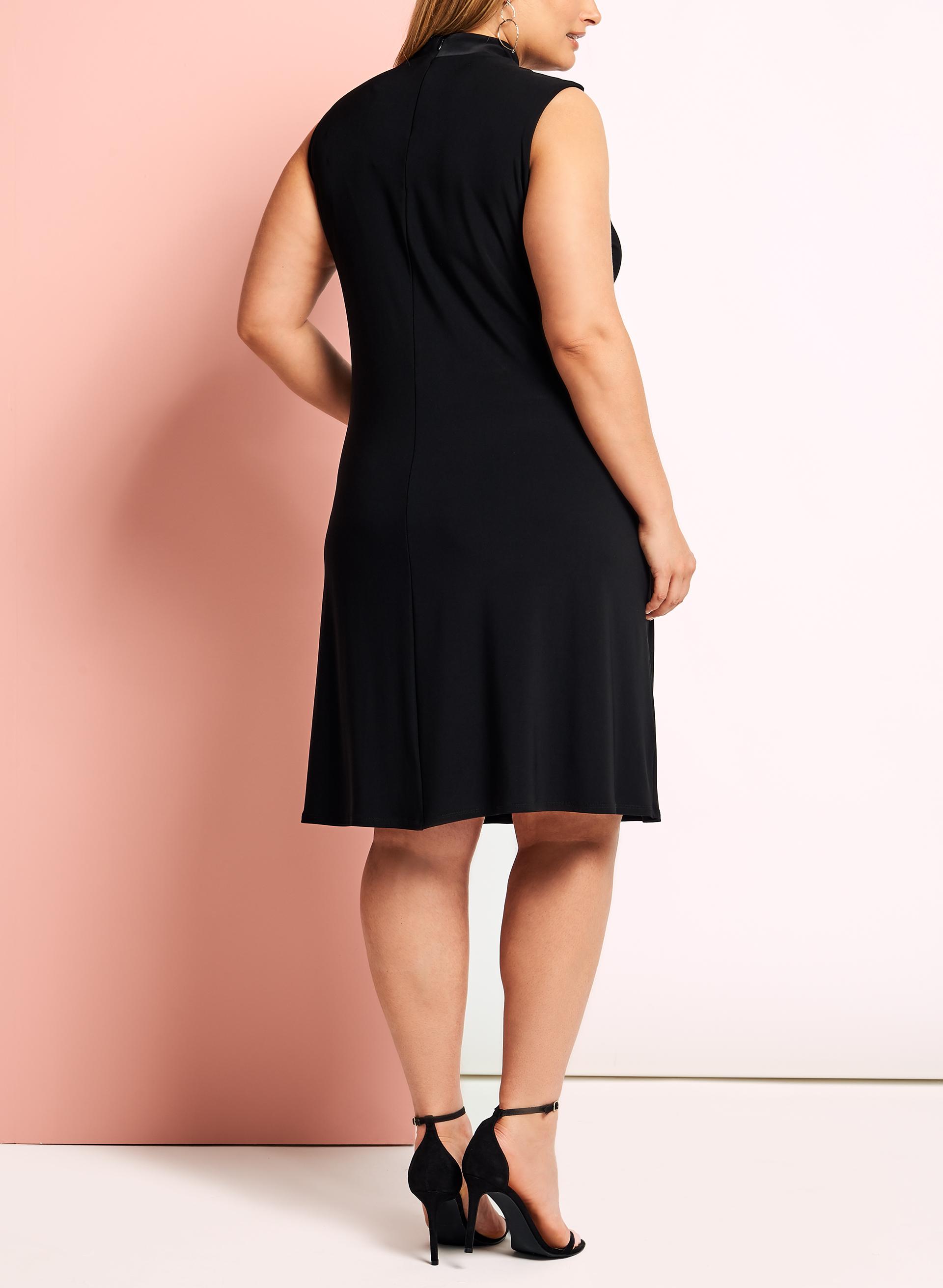 robe trap ze avec col ras de cou livraison gratuite laura. Black Bedroom Furniture Sets. Home Design Ideas